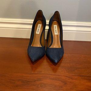 Steve Madden closed toe block heel shoes